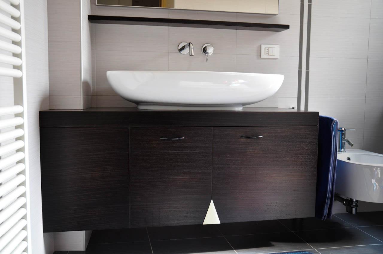 Un bagno realizzato su misura falegnameria barbaresso - Bagno turco su misura ...